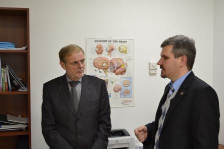С лева на право: Н. Борнштейн (профессор, руководитель крупнейшего инсультного центра в г. Тель-Авив), Ю. Фломин (к.м.н. заведующий Инсультным центром Универсальной клиники «Оберіг»